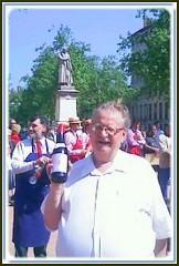 2 Claude et sa bouteille brandons 2011.jpg